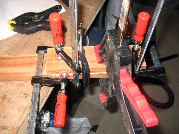 Clamping the heel and neck