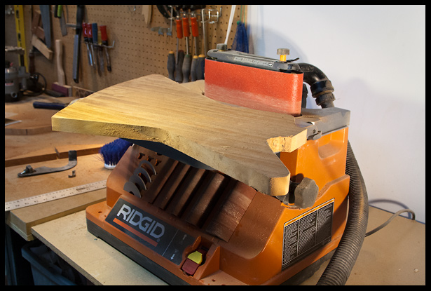 Cleaning the edges on the oscillating sander